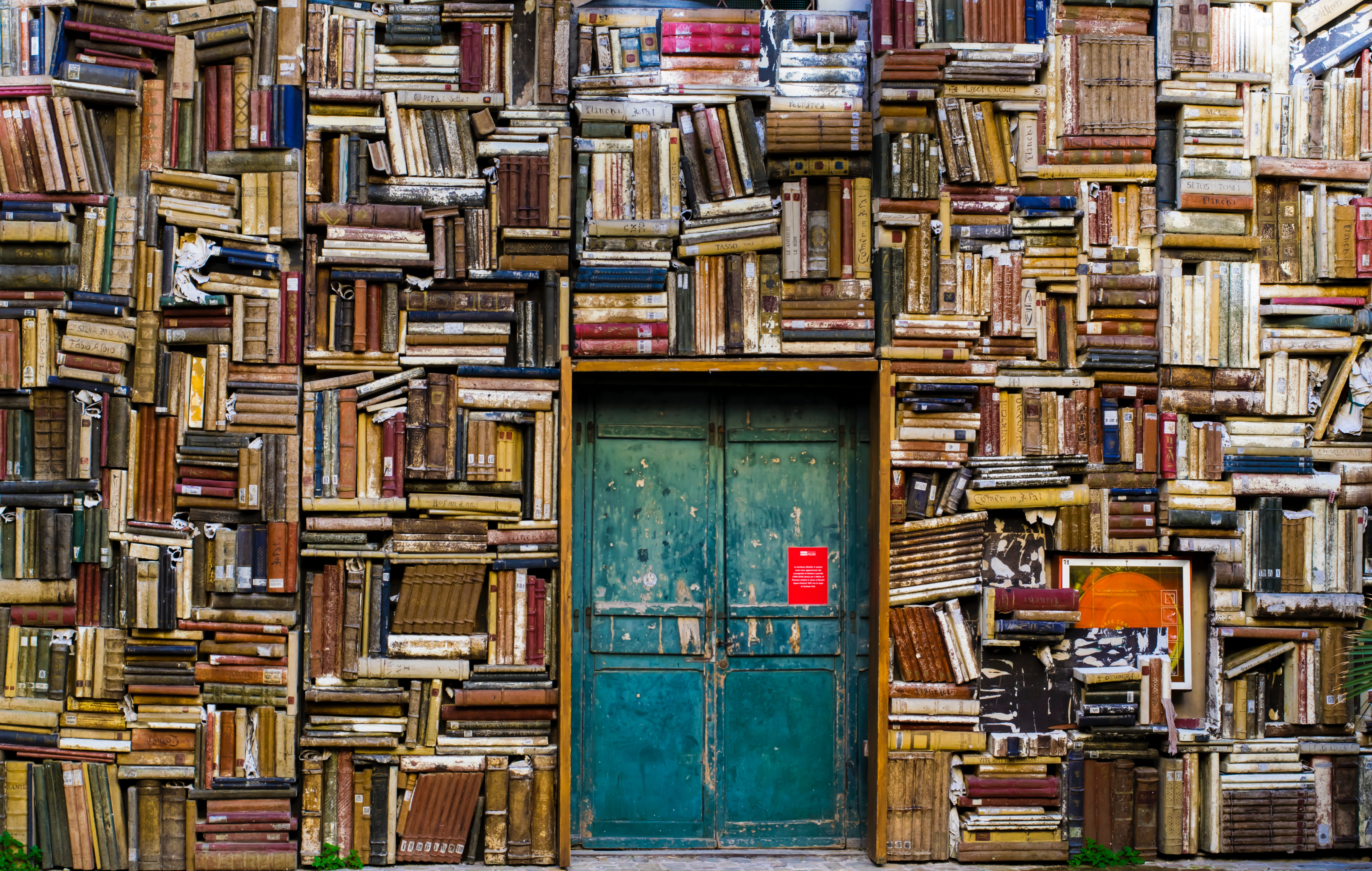 "<span style='background: rgb(224,76,48); display: inline-block; padding-top: 20px; padding-right: 40px; padding-bottom: 20px; padding-left: 40px;'>""il libro, come la bicicletta,<br>è una forma perfetta""<br>R. Bringhurst</span>"